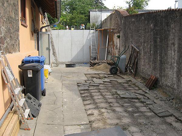 Hof, Einfahrt alte Befestigung entfernen